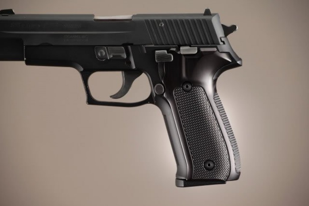 P226 Checkered Aluminum Brushed Gloss Black Anodized grips